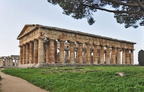 Храм с круглыми колоннами